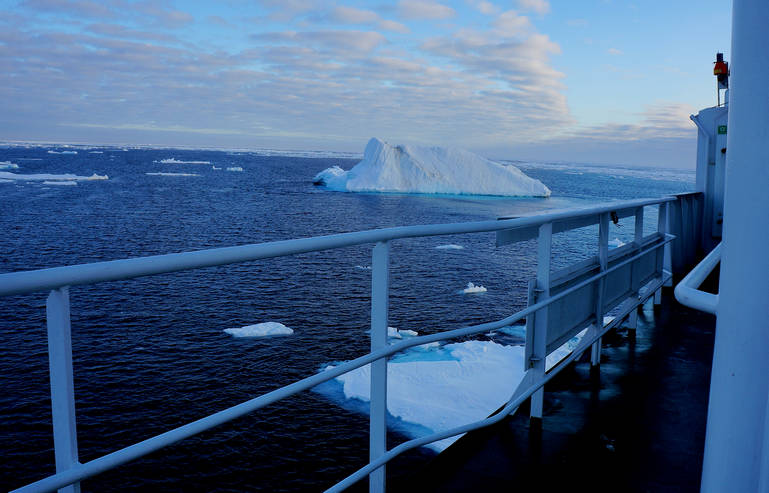 Arctic Floating University Explores Barents Ice